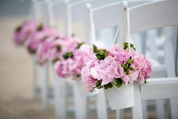 cape-cod-wedding-pink-hydreanga-aisle-runners